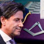"""Premier Conte inviò una lettera di ringraziamento a un gran maestro massone """"Serenissimo Gran Maestro"""" del """"Sovrano Ordine Massonico d'Italia""""."""