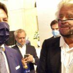 """Vaccini Covid, Beppe Grillo: """"Li voglio fare tutti in un'unica siringata""""."""