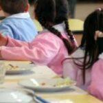 """Vietato conversare senza mascherina alle elementari : """"Bambini silenzio, a mensa non si parla o prendete la nota"""""""