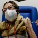 Spagna, in Galizia multe dai mille fino a 600mila euro a chi rifiuta il vaccino anti Covid