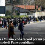 Coronavirus a Milano, coda record per un pacco di cibo davanti alla sede di Pane quotidiano