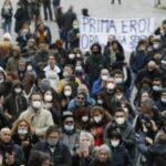 Roma, medici e infermieri pro vita in Piazza del Popolo contro il vaccino obbligatorio