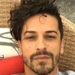 Grecia: Stilista 40enne trovato morto nella sua abitazione 24 ore dopo essere stato vaccinato con AstraZeneca.