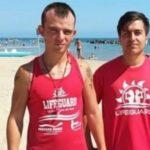 Pescara, fa il bagno con la mascherina e rischia di annegare: salvato dai bagnini