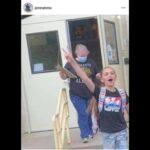 Stati Uniti : Più di 100 insegnanti, genitori e studenti hanno protestato contro l'obbligo della mascherina e dei vaccini