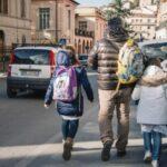"""Padre senza Green pass scuola: """"Riportatemi i figli o chiamo carabinieri"""""""