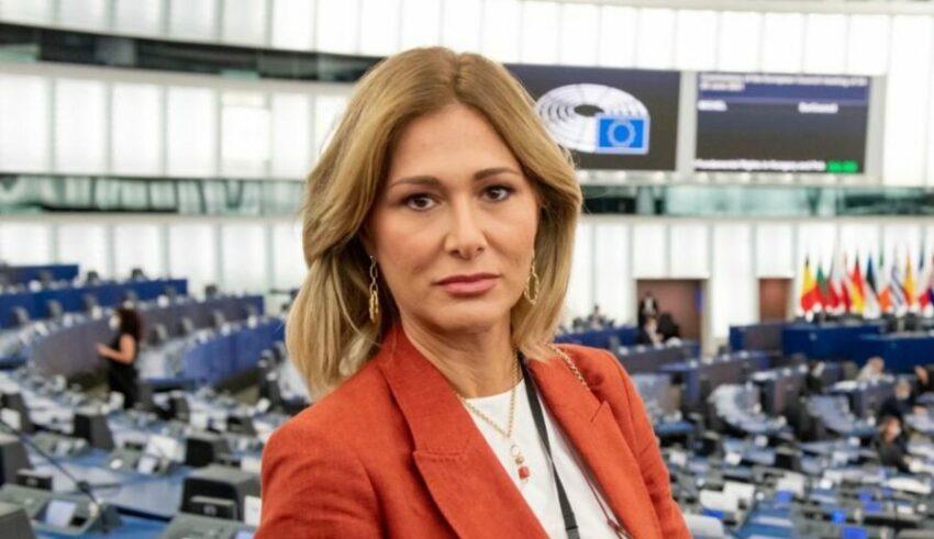 """Francesca Donato Lascia la Lega: """"nonostante le rassicurazioni e le battaglie interne del nostro leader, sono passati decreti liberticidi e discriminatori"""""""