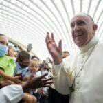 """Il Papa nel colloquio con i Gesuiti: """"sono ancora vivo. Nonostante alcuni mi volessero morto. So che ci sono stati persino incontri tra prelati"""""""