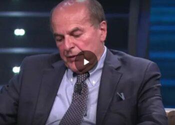 """No vax, Bersani: """"Molti sono fascisti, forse bisognerebbe applicare la legge Mancino"""""""