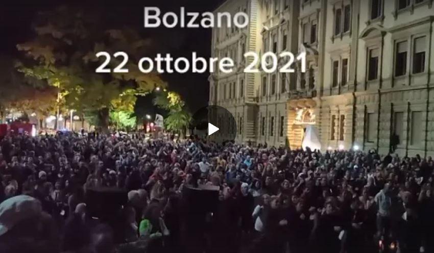 22 ottobre 2021 Manifestazione contro il Green pass a Bolzano