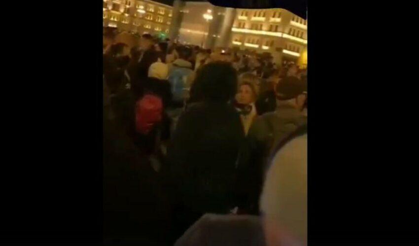 Trieste: live webcam mostra la piazza Unità vuota mentre in verità è stracolma