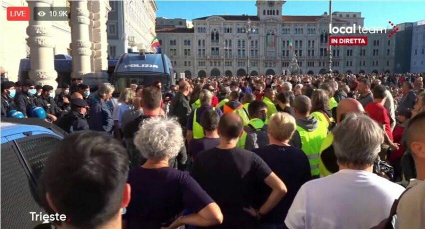 Green Pass, LIVE Trieste, continua la protesta dei manifestanti