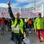 """Lunedì """"caldo"""" a Trieste: in migliaia sfilano sulle Rive contro il Green Pass"""